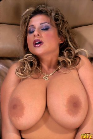 Solo model Cassandra uncups her great boobs before dildoing her pussy