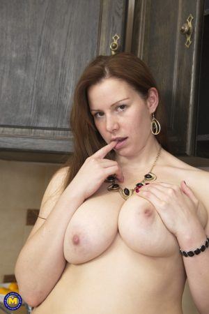 Curvy Czech wife Carol Wings fingers & toys her fat pussy in the kitchen