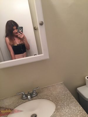 Amateur model Ariel Mc Gwire takes totally naked selfies in the mirror