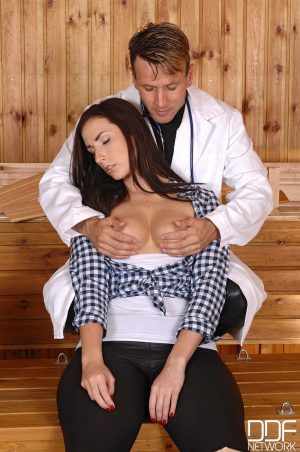 Babe with natural tits Paige Turnah gets tied up & toyed by a horny doctor