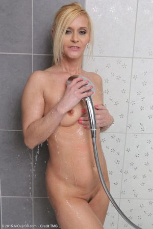 Mature mom Starlet cleans the shower for you to watch her wet her spread pussy
