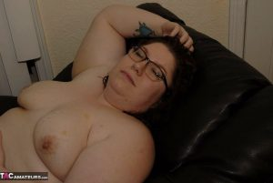 Amateur BBW Inked Oracle wears her glasses while fondling her twat on a chair
