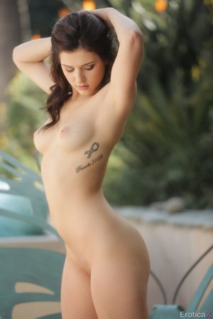 Beautiful Leah Gotti sheds her shorts outside to flaunt her sexy tight ass