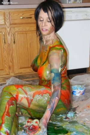 Big boobed amateur housewife Tabitha pours paint all over her sexy body