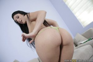 Latin babe Luscious Lopez takes off her jeans to show her butt
