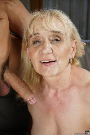 Granny with tiny tits Nanney gets pussy licked & face creamed after blowjob