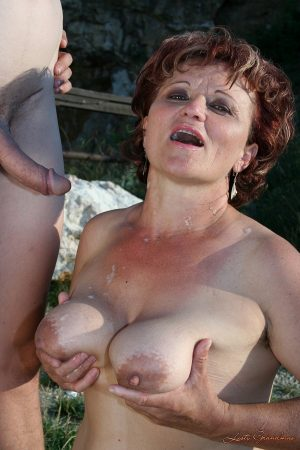 Granny with big tits Manyika gets fucked and jizzed by a young man outdoors