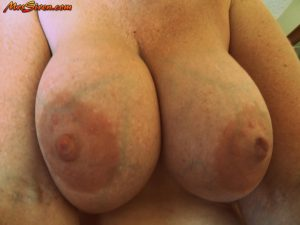 Fat blond wife Dee Siren lets her exhibitionist side go wild and crazy