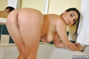 Curvy babe with nice tits Rikki Nyx takes bath and prepares for fuck