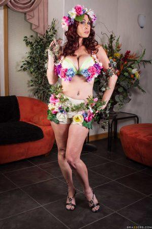Buxom brunette MILF Tiffany Mynx posing naked covered in flowers