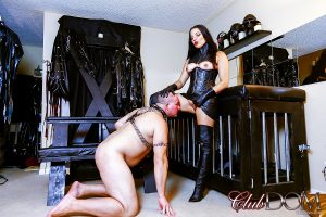 Kinky domme Michelle Lacy abuses her slave boy with ass and pussy worship