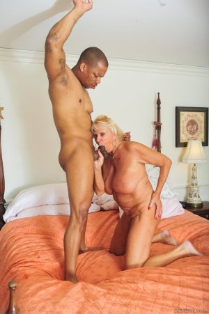 Fat granny Mandy McGraw spreads legs for massive black dong and gets facial