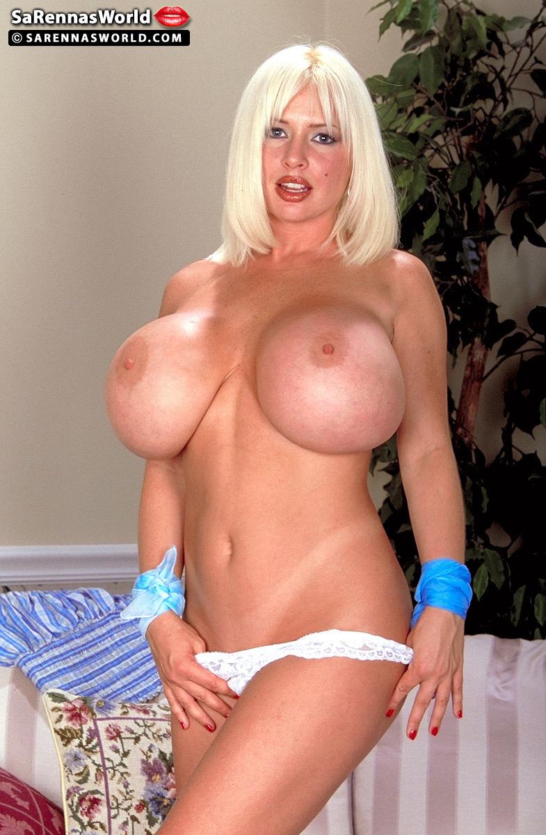 Blonde cougar SaRenna Lee reveals her splendid juggs & stretches her wet muff