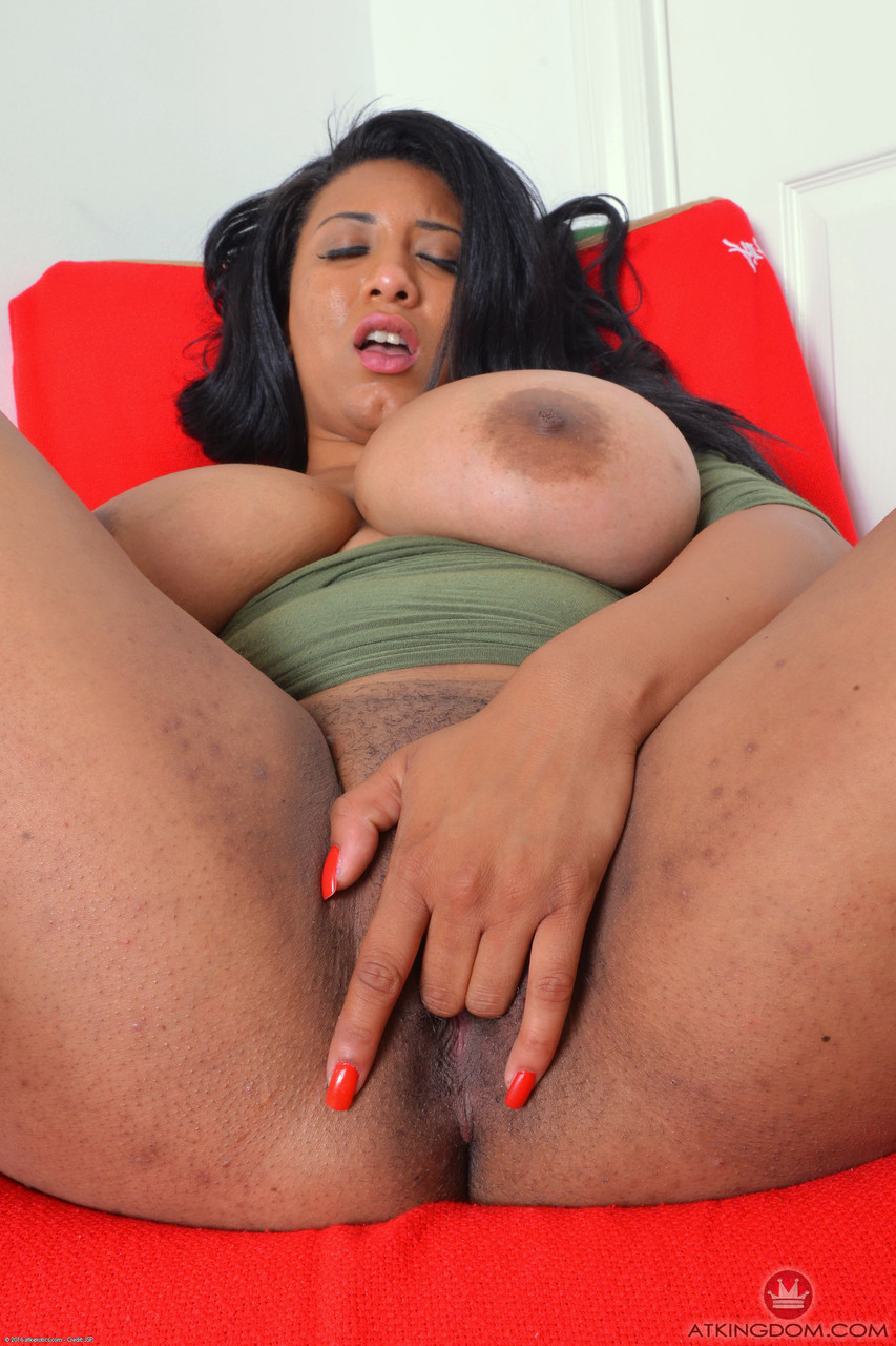 Huge boobed ebony Danni Lynne fingering her cock hungry pussy close up