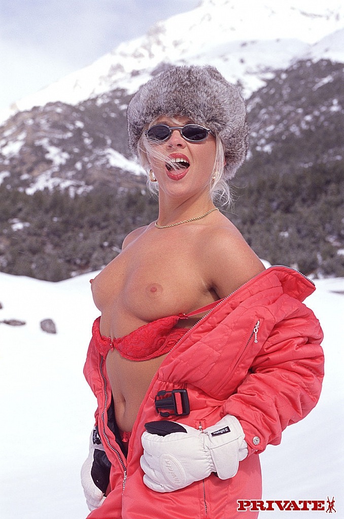Blonde mature Christina exposes her bum and gets banged anally in the snow