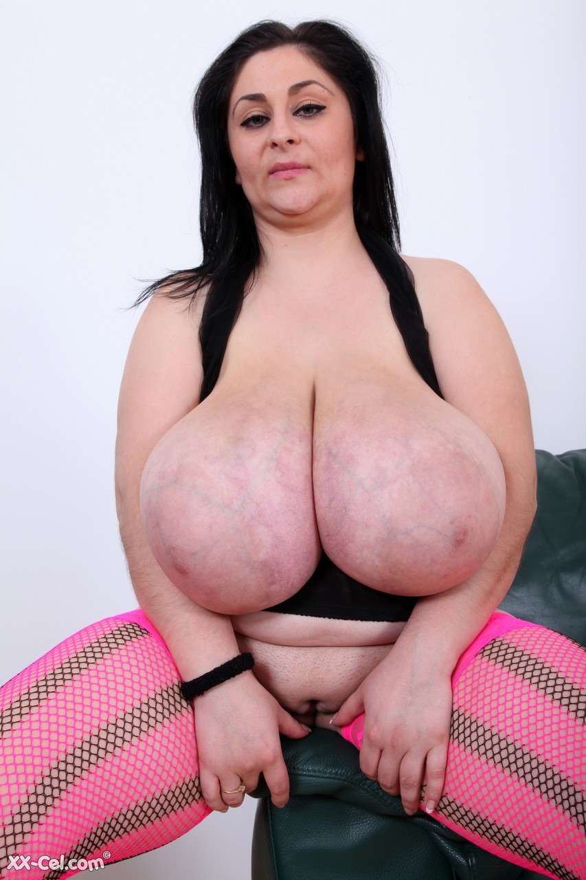 Romanian cougar Alice 85JJ unleashes her giant tits and measures them