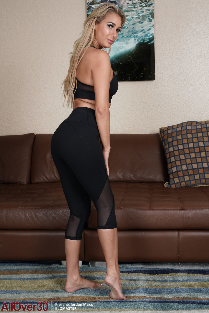 Blonde mature Jordan Maxx shows her all-natural body and poses on the floor