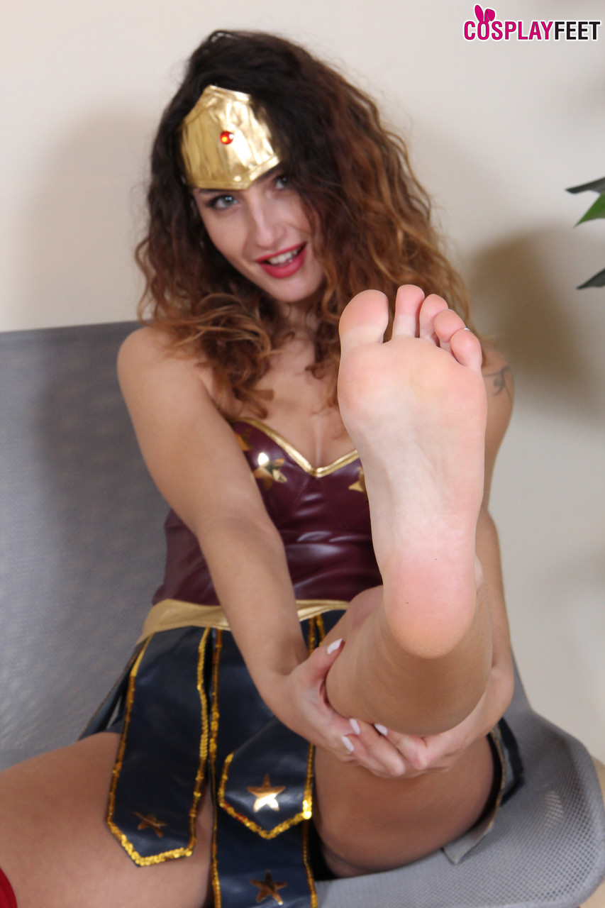 Leggy chick Thena frees her bare feet from OTK boots in cosplay attire