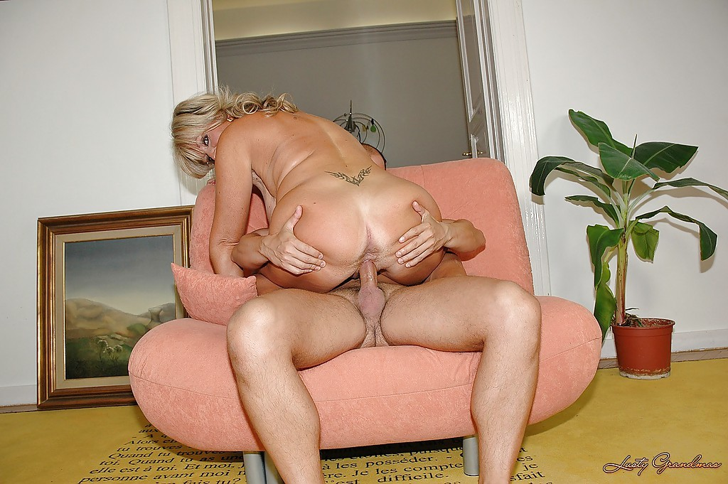 Curvaceous mature blonde gets her hairy cunt fingered and nailed