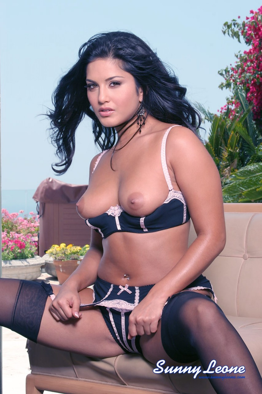 Wonderful model Sunny Leone flashes hot assets while posing in exotic lingerie
