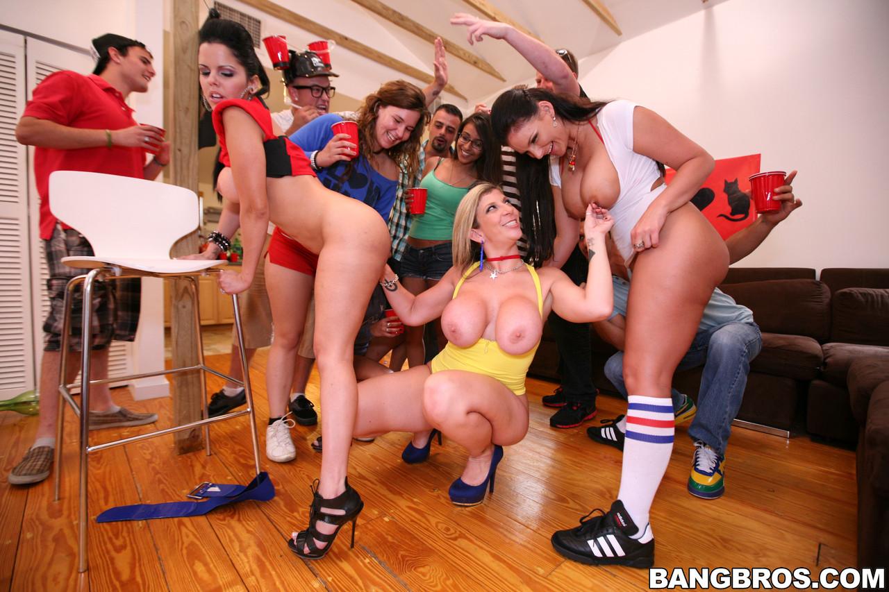 Bangbros Network Diamond Kitty, Phoenix Marie, Sara Jay
