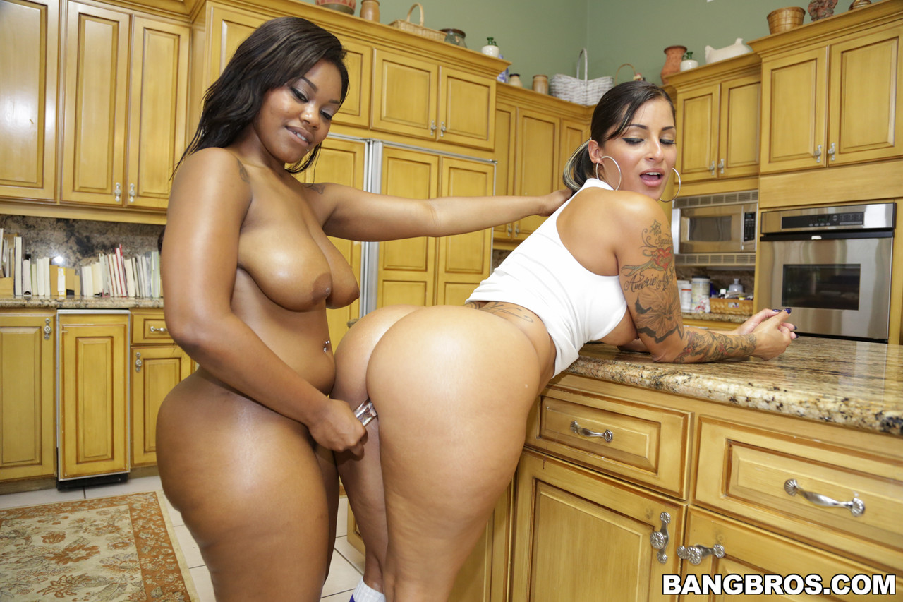 Curvy sluts Spicy J & Nina Rotti twerk with their big oiled up asses and fuck