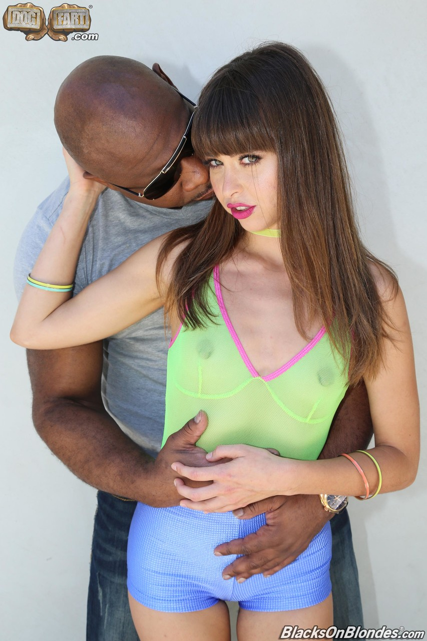 Brunette pornstar Riley Reid takes a BBC from her mouth to her clam