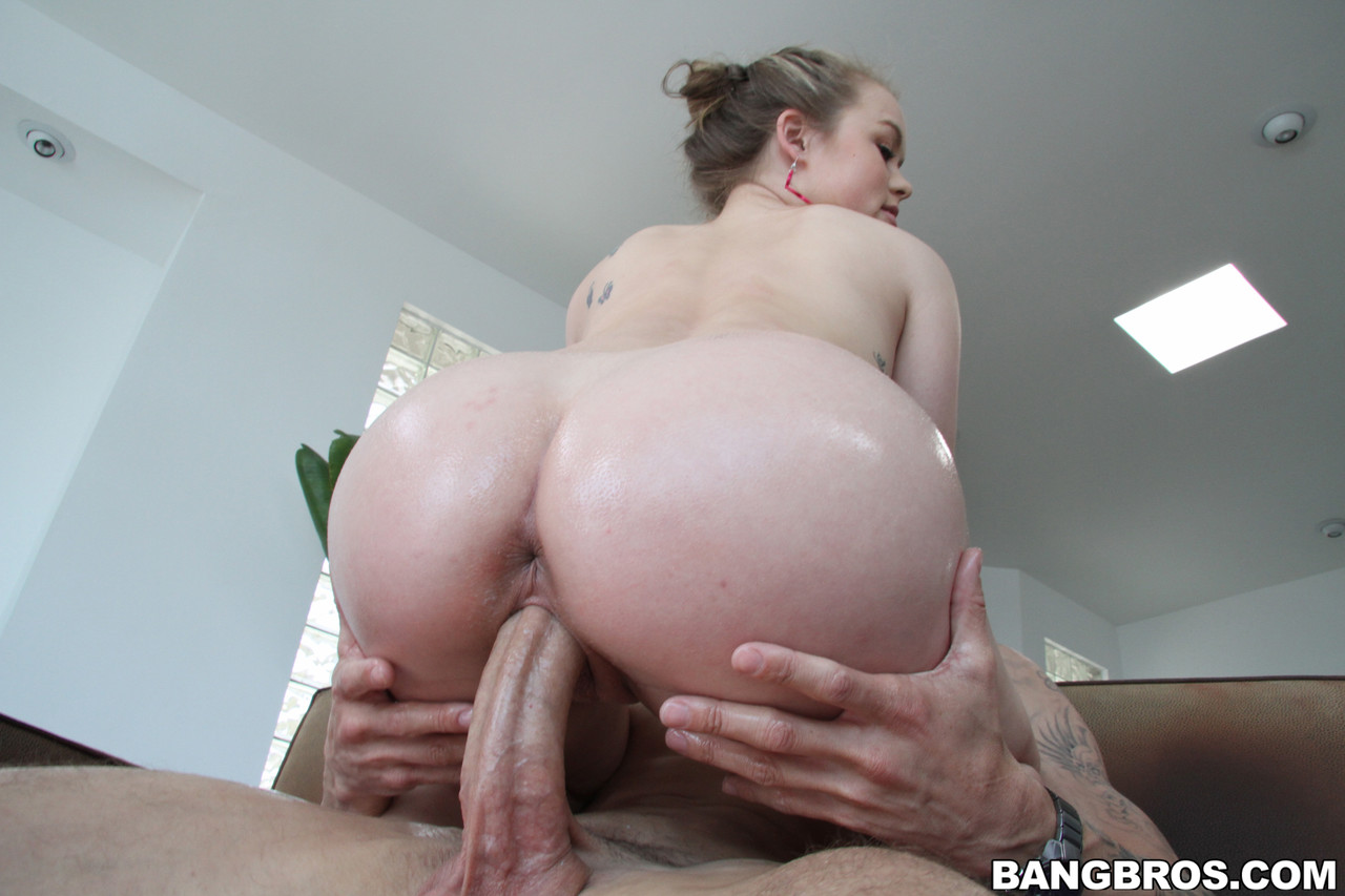 White babe with an awesome ass Madison Chandler gets fucked before a facial