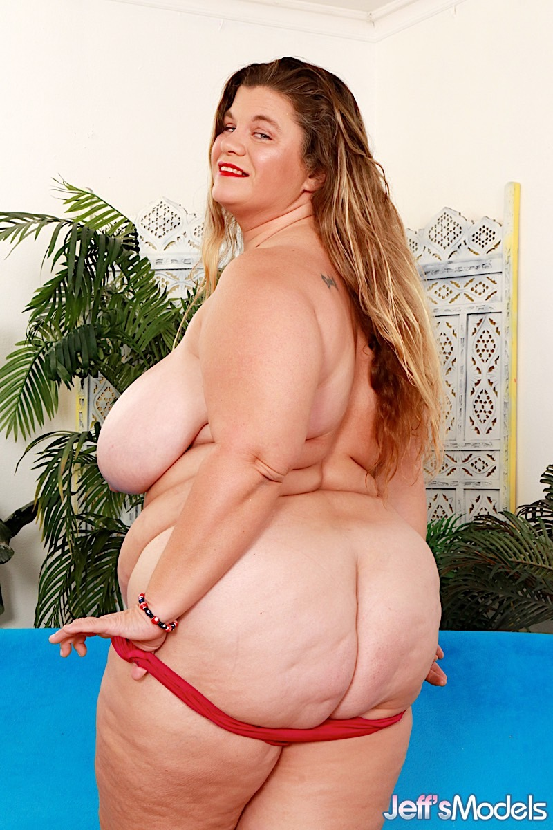 Obese woman Haley Jane spreads her legs wide open while showing her naked cunt