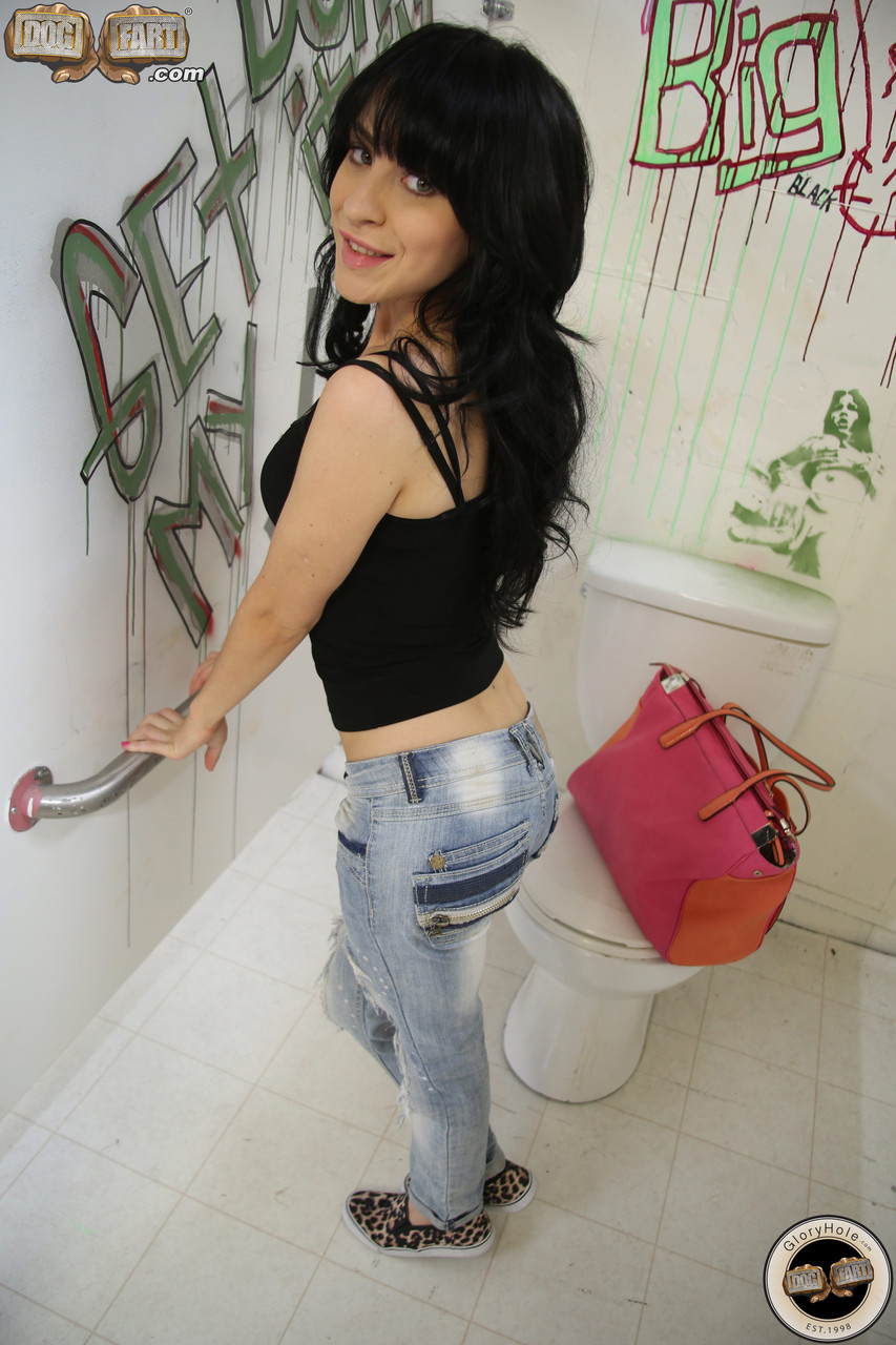 Super sexy brunette Sandra Luberc peels ripped jeans for hot a gloryhole time