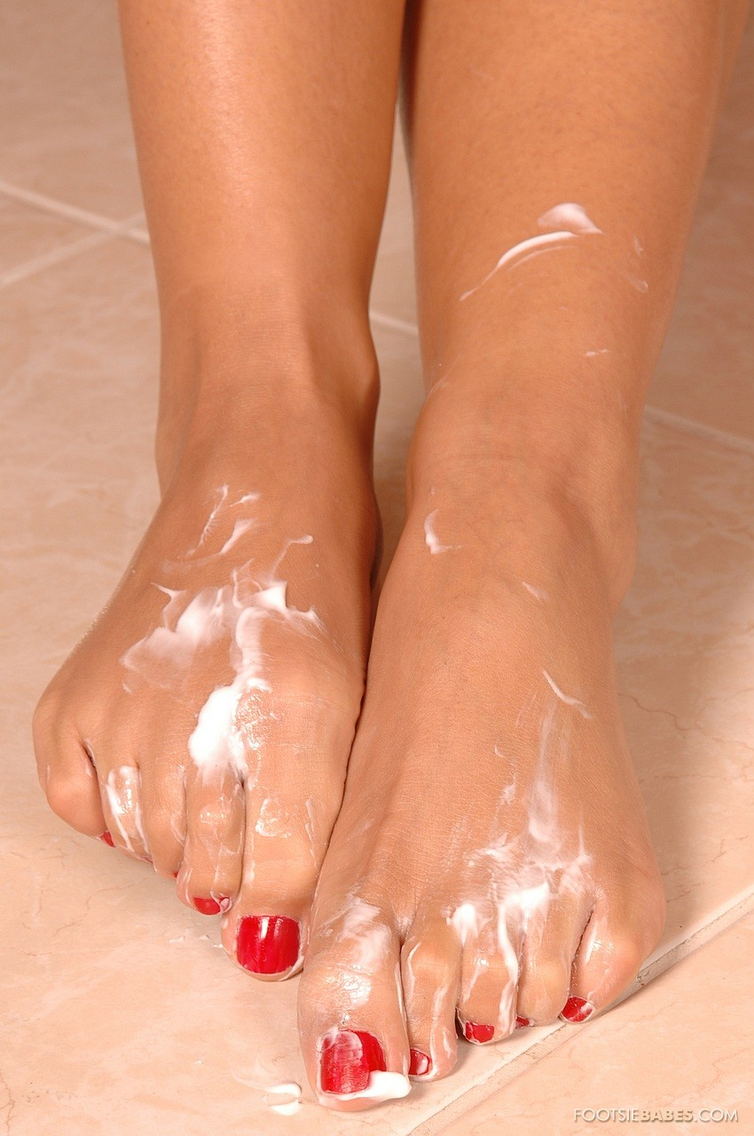 Hot blonde Candy worships her own sensitive toes and masturbates